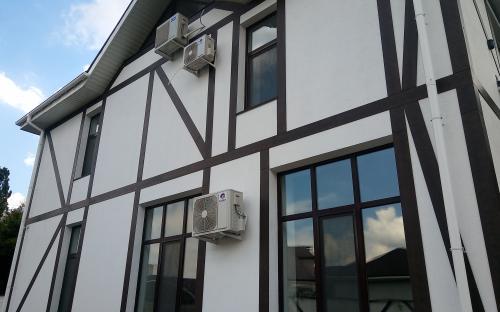 Отделка фасада частного дома штукатуркой от 350 руб/м2